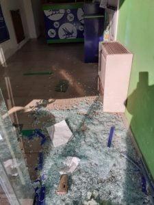 Dañaron la puerta de la Agencia de Quiniela Over