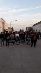 Denuncia por abusos en Chaves: nueva movilización, traslado de policía y presencia de Cheppi
