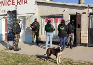 Operativo antidroga: Ya hay cocaina y dinero secuestrado en uno de los allanamientos (video)