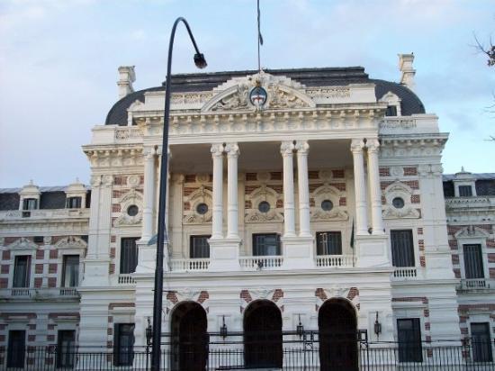 Gobierno bonaerense convocó a los estatales a reanudar la negociación paritaria