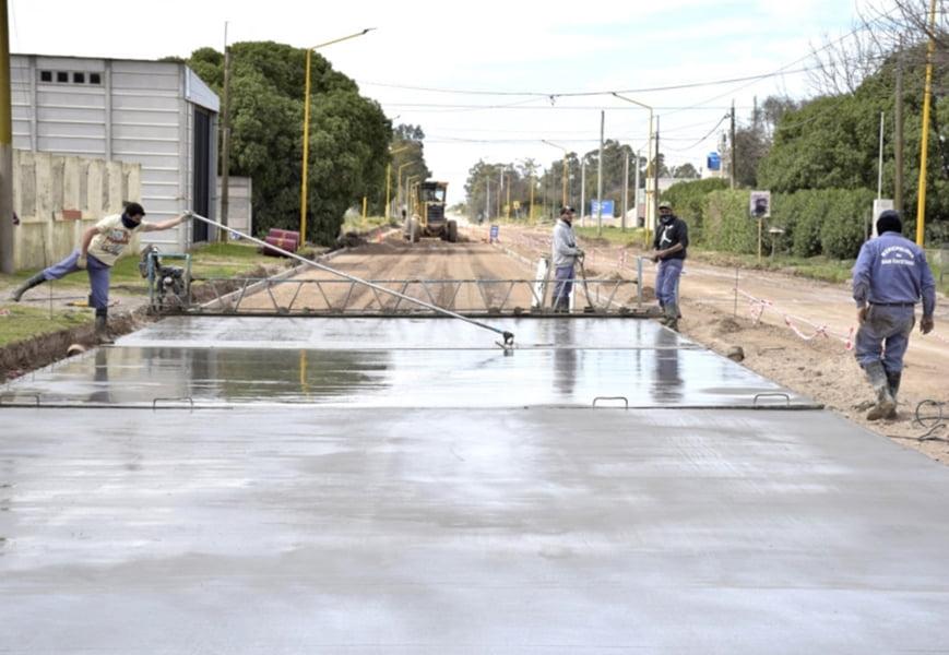 San Cayetano: Avanza obra de pavimento urbano