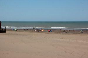 Un sábado a pleno sol y playa en Claromecó