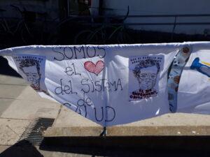 "Enfermeros realizaron un abrazo simbólico al Hospital: ""no nos valoran"", aseguran"