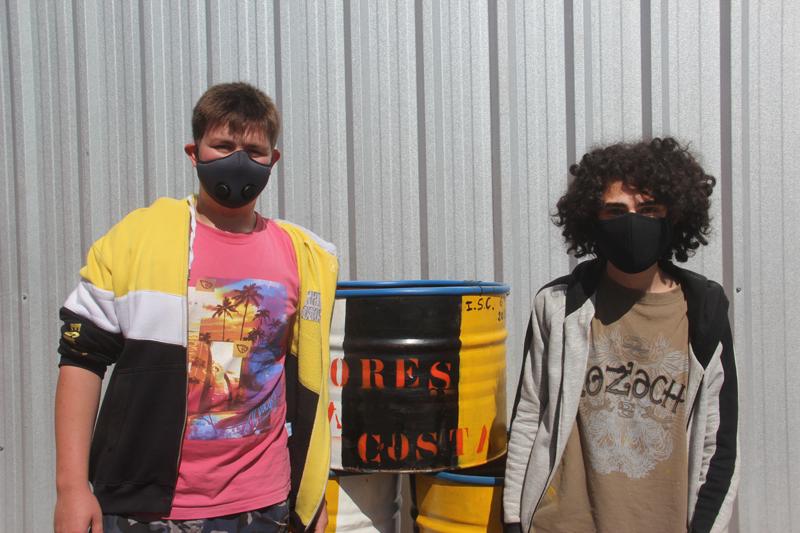 Tachos de basura realizados por alumnos del Instituto Secundario Claromecó