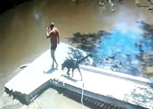 Video: el momento en que Luis Barreto ingresa al arroyo Claromecó