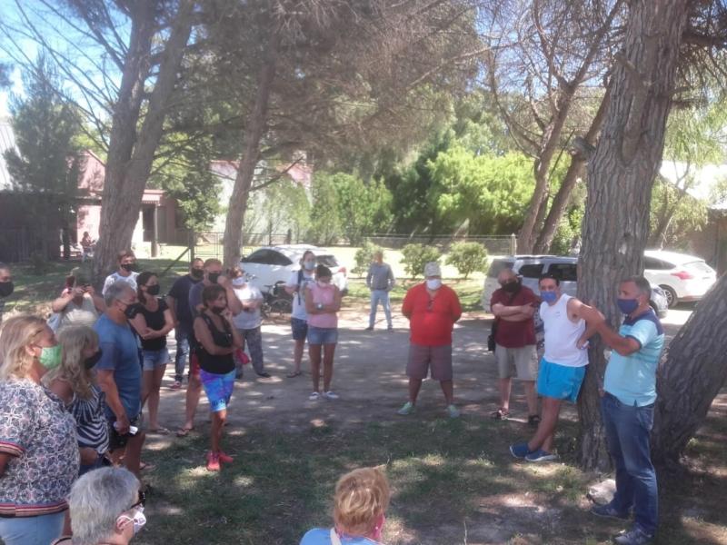 Vecinos autoconvocados de Reta, no residentes y turistas, piden mayor presupuesto