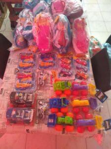 La Fundación Renzo entregó juguetes y golosinas a niños de familias que asisten