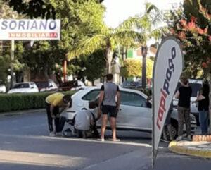 Choque sin heridos en Av. San Martin y Azcuénaga