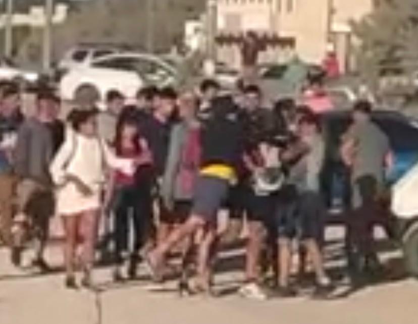 Algunos jóvenes dirimieron cuestiones a las piñas en la costa de Claromecó