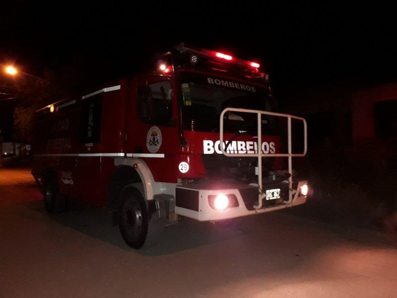 Bomberos: apagaron quema de cubiertas en Libertad y Aníbal Ponce