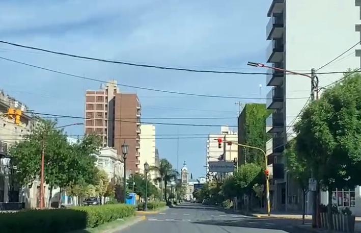 Desértica ciudad a hora temprana (videos)