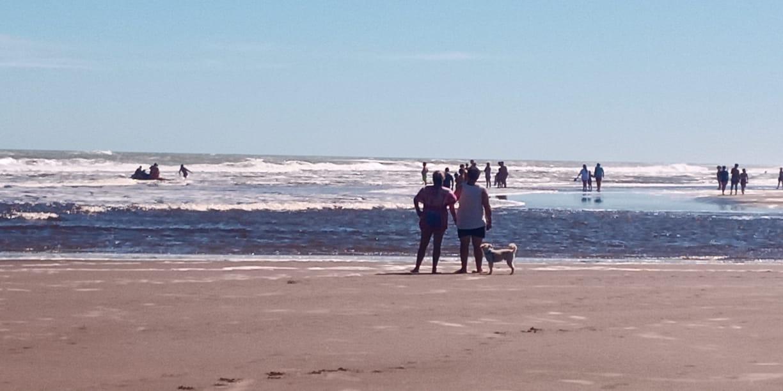 Otro rescate en Claromecó. Esta vez en la desembocadura del Arroyo
