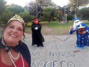 Claromecó: El Grupo de Teatro para Niños sorprendió a turistas en la calle