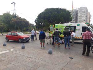 Otro siniestro vial frente al Palacio Municipal: un peatón atropellado (video)