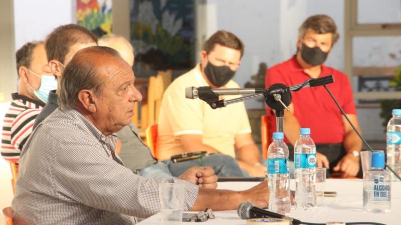 """Sánchez llamó """"unibloque"""" a la oposición """"históricamente enfrentada"""" en la reunión de gabinete ampliado"""