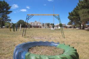 """Pintaron los juegos de la plaza """"El Marcianito"""" de Claromecó"""