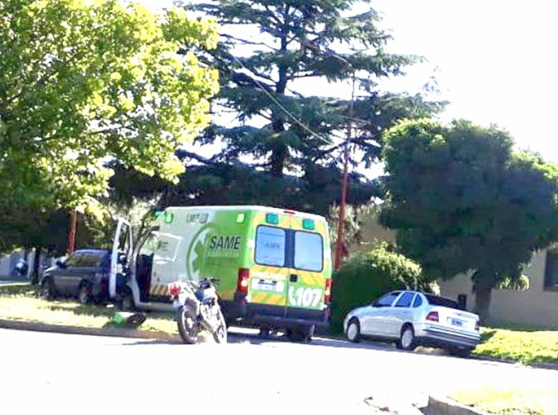 Motociclista cayó al pavimento en Avenida Constituyentes