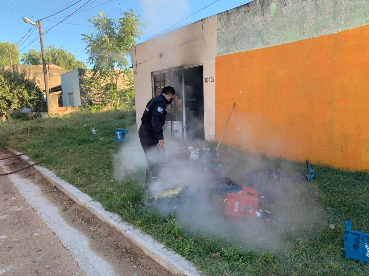 Incendio en el depósito de un comercio (videos)
