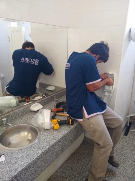El Consejo Escolar comenzó a colocar dispensers de jabón líquido en las escuelas