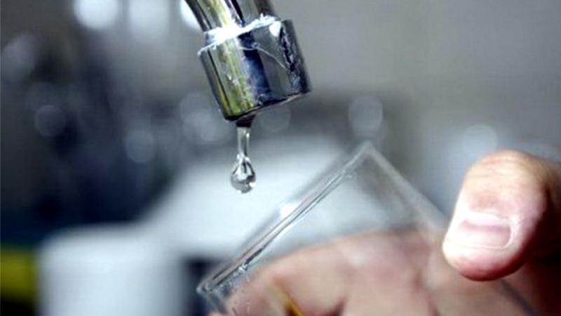 Reparaciones de Obras Sanitarias que afectan el suministro de agua en barrios Benito Machado y Canadiense