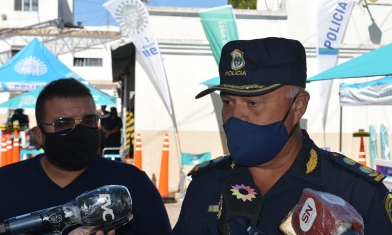 Caminada recibió material para la Policía de la región de influencia de la Superintendencia