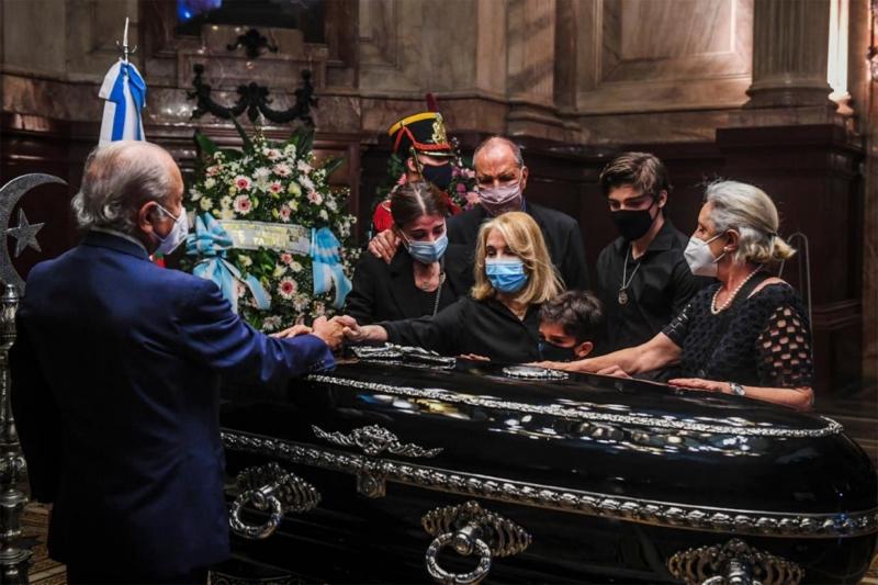 Velan los restos del ex presidente Menem en el Congreso