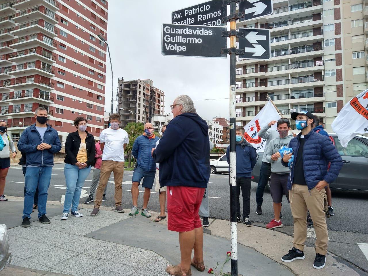 Ponen nombre de guardavidas Guillermo Volpe a calle de Mar de Plata