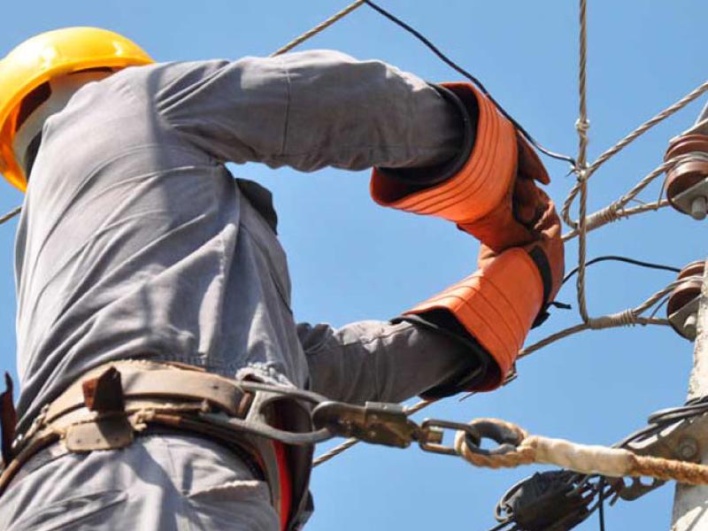 Sin luz: El viento cortó cables en Mitre y Belgrano y en la troncal a Claromecó