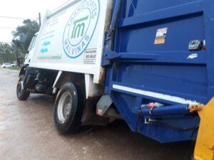 Se encajó un camión de Malvinas en la zona donde se ejecutan las cloacas de Olimpo