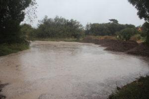 Mucha lluvia y calles anegadas en Claromecó (Videos)