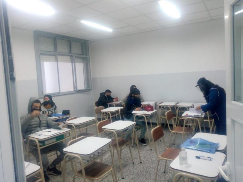 Reapertura de la Escuela N° 5: los alumnos de la secundaria ya están en las aulas