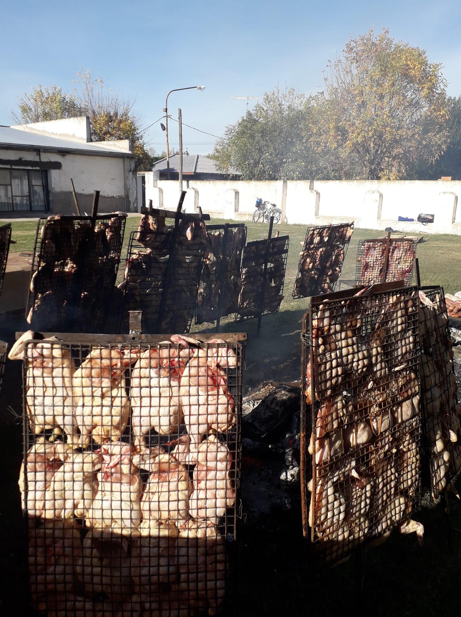 85 años del Club Recreativo Echegoyen y lo festejan con una importante venta de pollos
