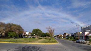 Llamativo arco iris en el cielo de Tres Arroyos (video)