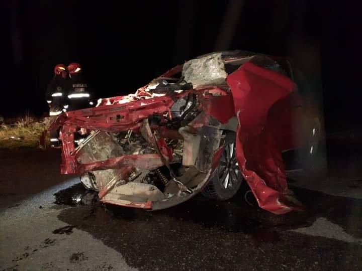 un auto chocó contra tres vacas en Orense