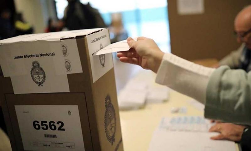 Elecciones: adelantarán la designación de autoridades de mesa para que sean vacunadas