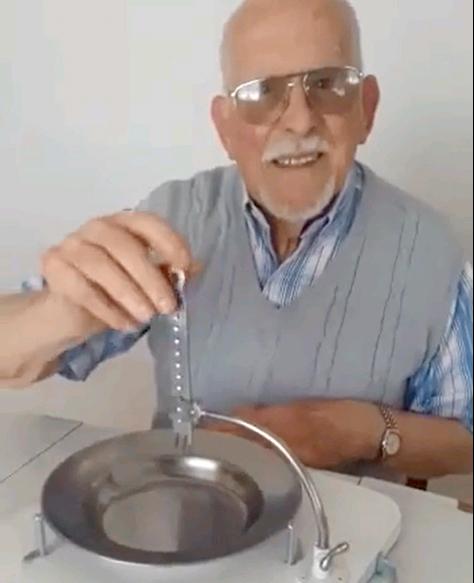 Un inventor tresarroyense de 95 años se hizo famoso en redes sociales (Videos)