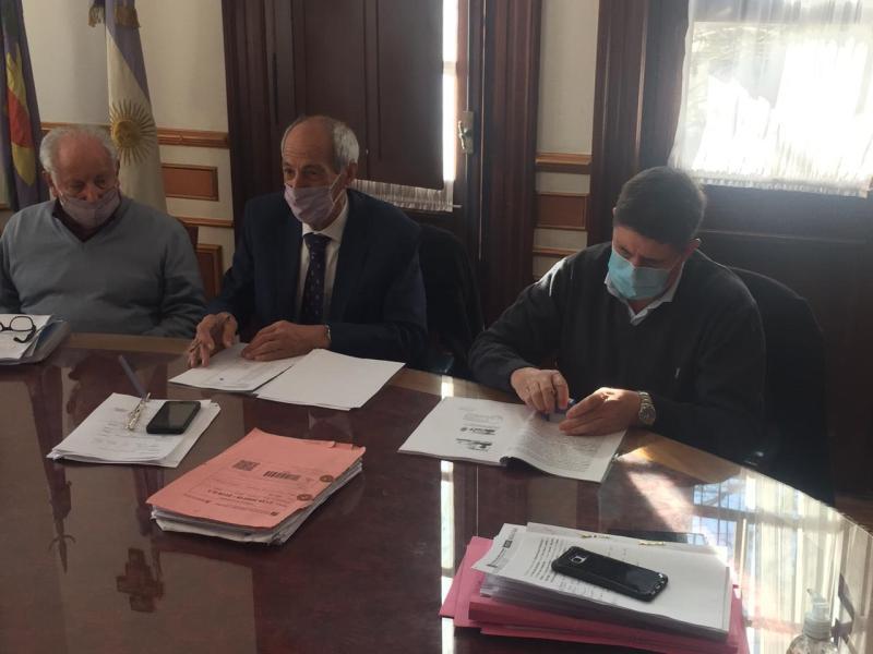 San Cayetano: Gargaglione firmó convenio con la Caja de Policía por otras 10 viviendas