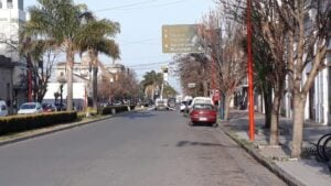 Cortan el tránsito en Rivadavia y Alsina para reparar un semáforo