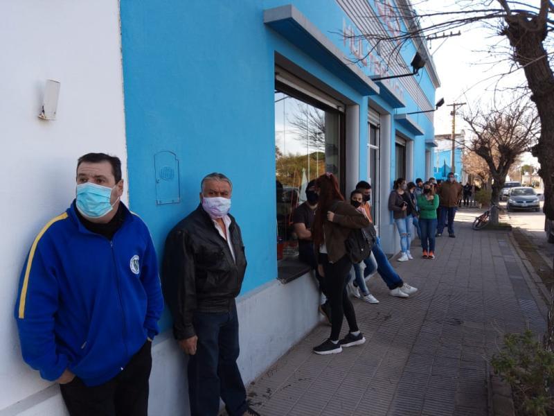 Vacunaron a más de 70 vecinos en San Francisco de Bellocq