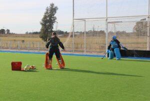Entrenamientos para los Juegos Bonaerenses en la Cancha Municipal de Hockey