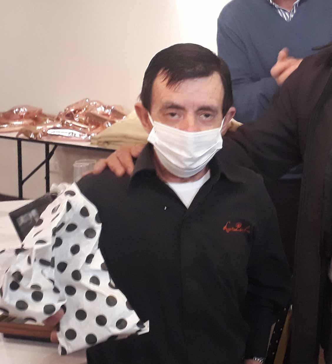 Lorenzo Domínguez, 45 años brindando la mejor atención en Confitería La Perla