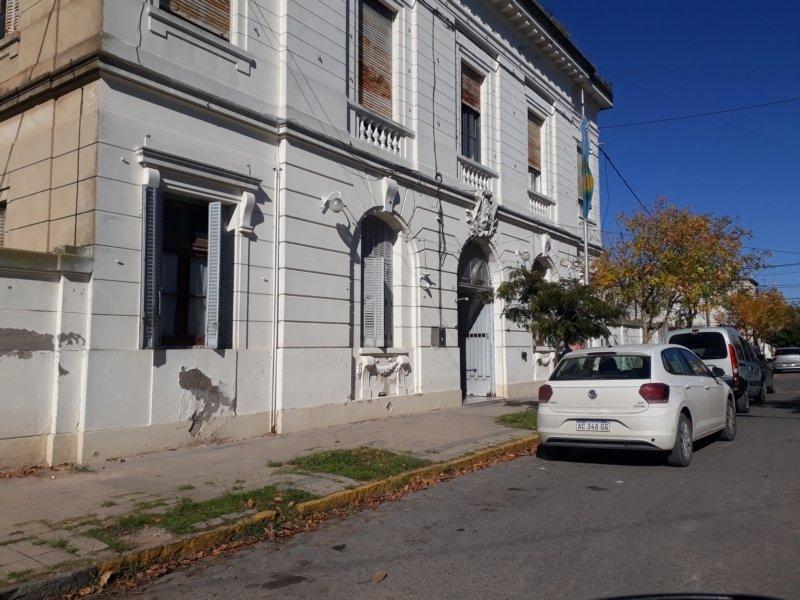 """Investigan a un tercer delincuente, un auto y un """"datero"""" en el robo a Di Fiori"""