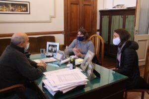 Teatro de la Escuela 1: Hugo Fernández se reunió con integrantes de la cooperadora
