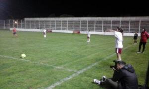 Huracán y Colegiales empataron 0 a 0 en el inicio del triangular de fútbol femenino