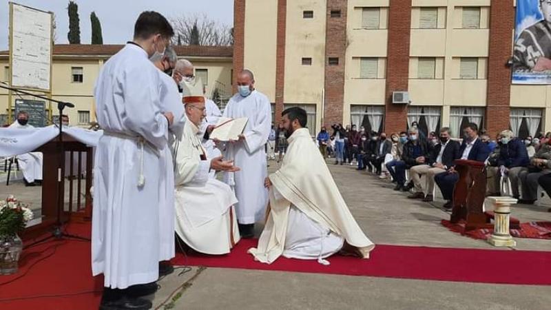 El padre Mauro Grosso ya está en la ciudad y recordó su ordenación