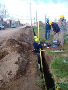 Trabajan en la extensión de la red de gas en Villa Italia