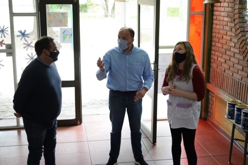 Representantes del Frente de Todos visitaron las escuelas 24 y 54