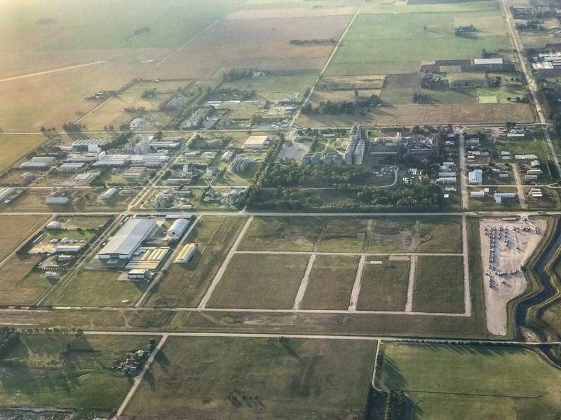 Firman adquisición de terrenos en Parque Industrial